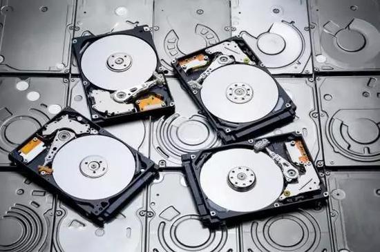 轻便、稳定、存储信息较多的固态硬盘