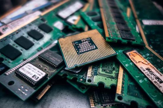 """顶级专家探讨中国""""芯路"""":美国垄断不了芯片产业"""