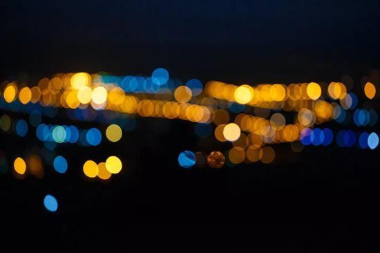 ▲没有被光照亮的地方,其实大有天地(图片来源:Pixabay,https://pixabay.com/en/spot-night-view-the-scenery-light-1531921/)