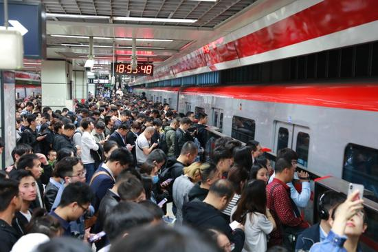 ▲北京上班族乘坐地铁时间约2小时。