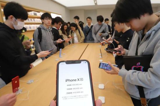 ▲东京涉谷的 Apple Store. 图片来自:华尔街日报