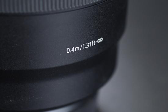 佳能RF50mm F1.2 L USM的比来对焦距离为0.4m,有肯定近摄能力。
