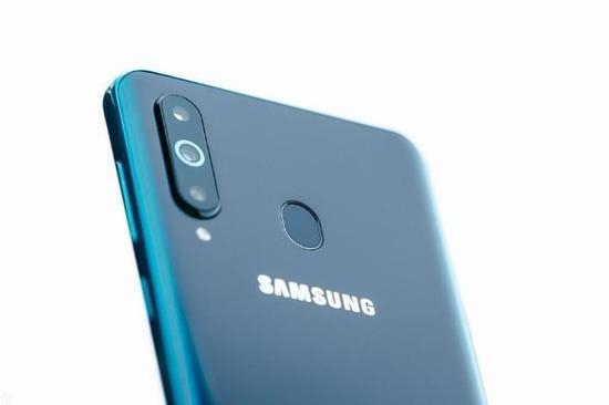 Galaxy A8s后置摄像头