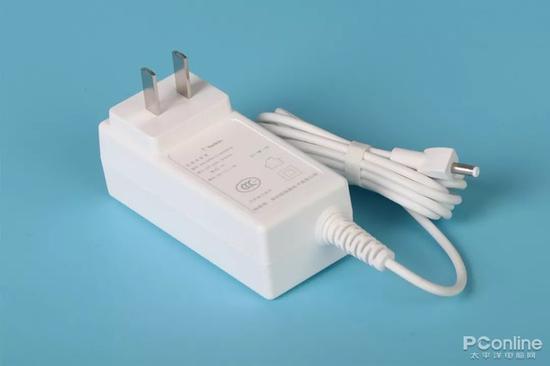 贝尔金Boost Up无线充电器自带外置电源