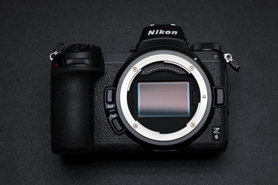 大口径的Z卡口,尼康Z 6为2450万有效像素背照式全画幅CMOS感光元件