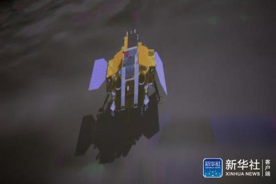 ↑图为1月3日在北京航天飞走限制中心拍摄的嫦娥四号探测器睁开太阳翼(暗示图)。新华社记者 金立旺 摄