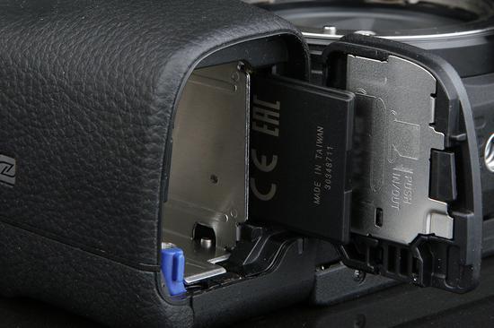 索尼A6400存储卡槽