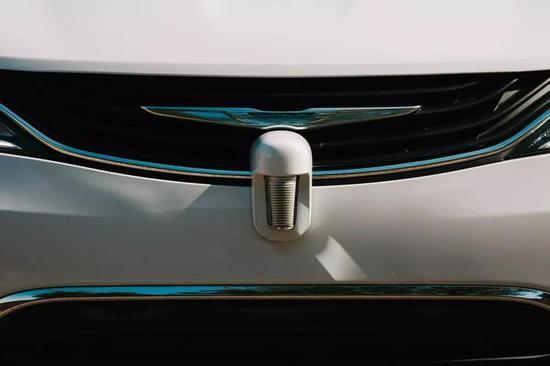 (Waymo自动驾驶汽车上的镭达,图片来自网络,版权属于原作者)