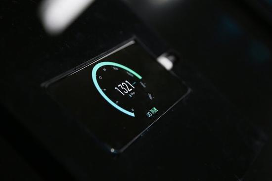 ↑OPPO Reno 5G版在现场仪表连接的条件下超过1300Mbps的连接速度