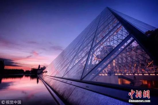 法国卢浮宫玻璃金字塔。(资料图)图片来源:视觉中国