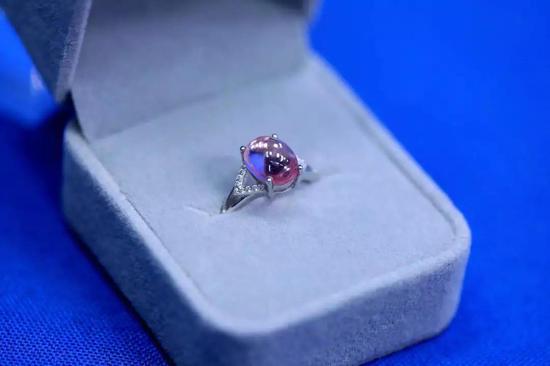 钛宝石戒指(图片来源:作者提供)