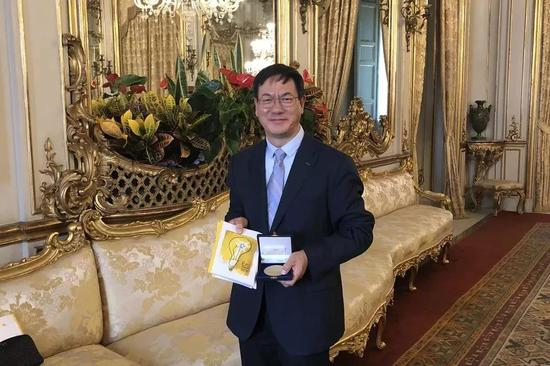 2018年,王中林在。意大利获颁埃尼奖