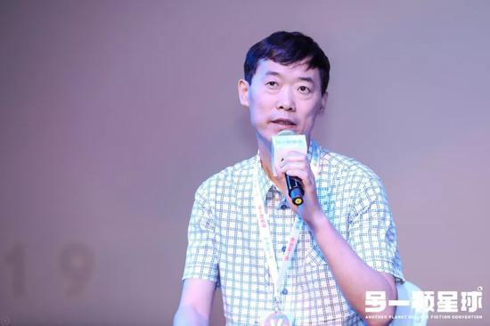 2001年開始,姚海軍就一直擔任劉慈欣的責任編輯。來源:被訪者