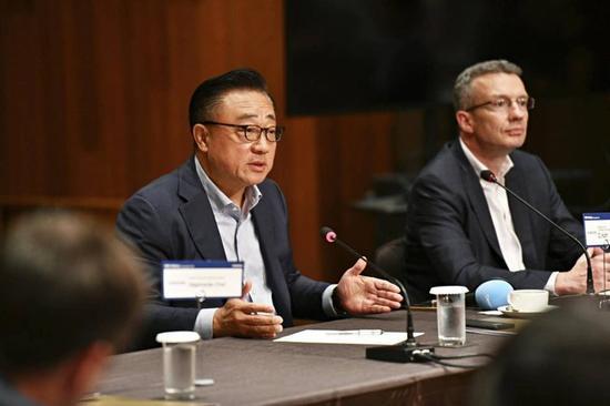 三星电子CEO:还没准备好就把折叠屏手机推向市场