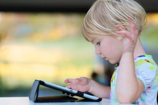 远离屏幕育儿师兴起,美国富人正在逃离屏幕