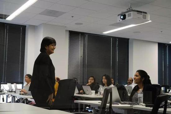 △ 在印度,越来越多的女性开始报班学编程