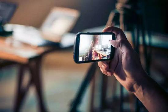 进击的互动视频:女主角和谁在一起,你说了算-玩懂手机网 - 玩懂手机第一手的手机资讯网(www.wdshouji.com)