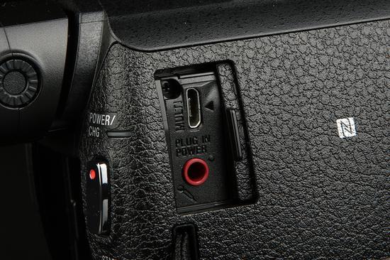 索尼4K摄像机AX60多功能微型USB接口和外接麦克风接口