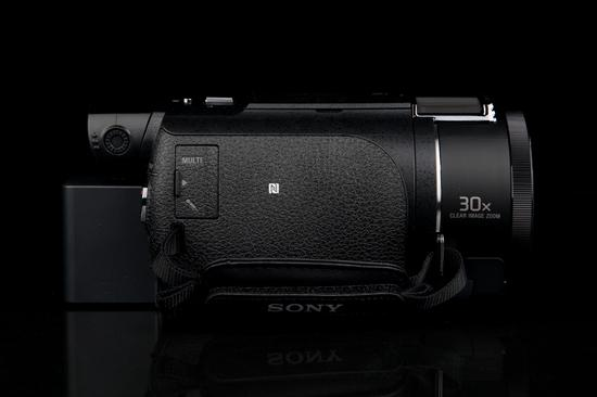 索尼4K摄像机AX60机身左侧