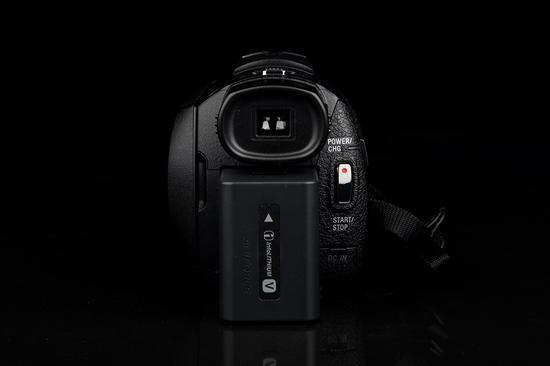 索尼4K摄像机AX60机身背面