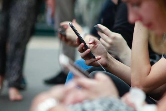 手机最大的危害,来自无所不知的骚扰电话。/ ROBIN WORRALL