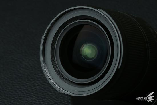 腾龙17-28mmf/2.8DiIIIRXD前镜组镀膜