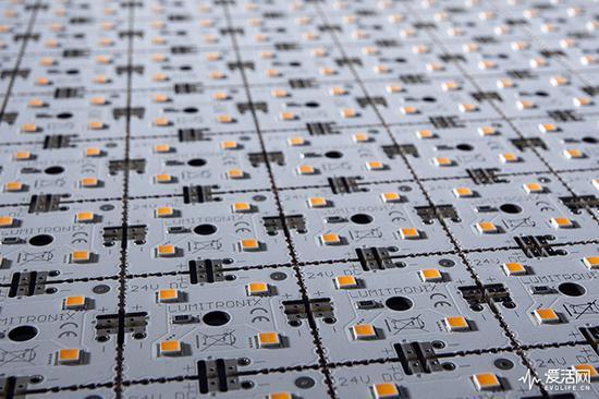 封装在PCB上的LED芯片