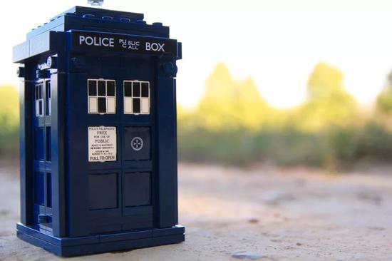 ▲看过科幻电视剧《神秘博士》的读者对时间机器TARDIS一定不陌生(图片来源:Pixabay)