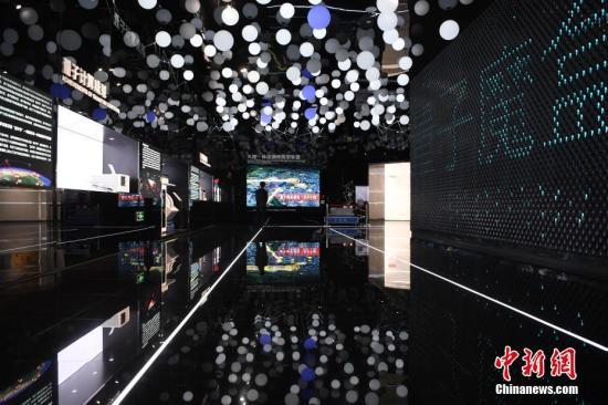 资料图:量子信息展区内,量子剧场沉浸式体验空间。韩苏原 摄