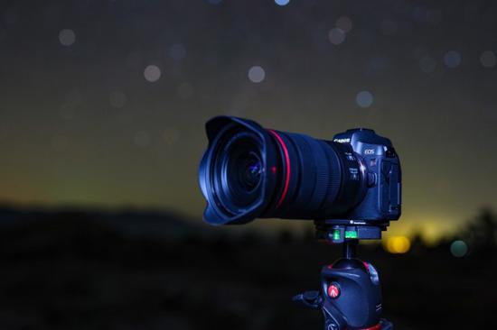 佳能推出首款用于天文攝影的全畫幅無反光鏡相機