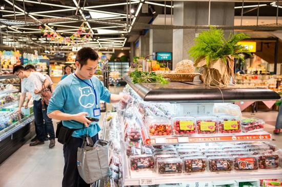 盒马鲜生拣货员是新零售业态衍生出的新职业之一。