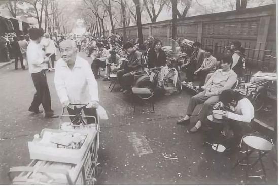 20世纪90年代的北京秀水街购物街道