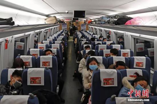 铁路迎来春运返程客流。中新社记者 殷立勤 摄