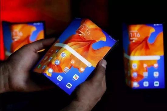 图:华为折叠屏手机Mate Xs