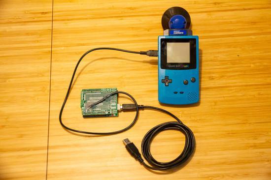 入背光功能的GBL Gameboy游戏机大玩创意拍照