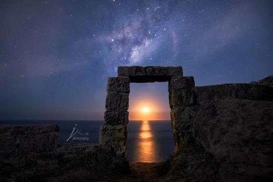 清冷的月光为什么P成太阳的样子?
