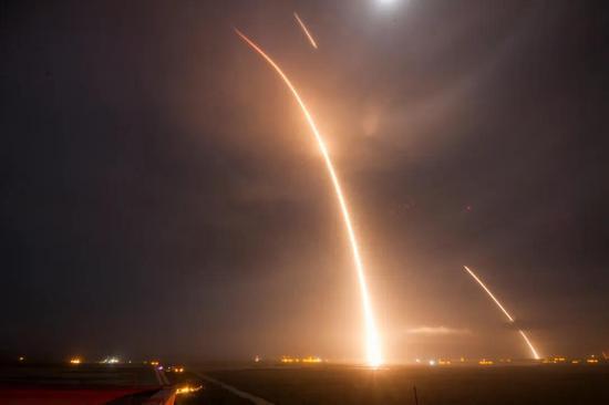火箭发射-回收轨迹延时摄影