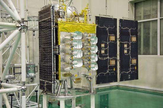 银河航天首发星采用 Q/V 和 Ka 等通信频段,具备 10Gbps 速率的透明转发通信能力,已于今年 1 月 16 日发射升空 银河航天