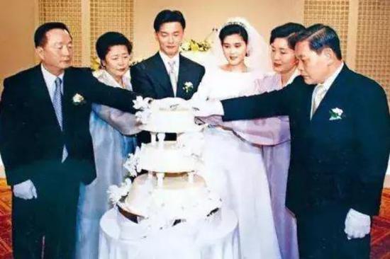 图注:李富真结婚