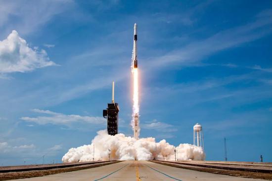 5月30日,SpaceX的龙飞船升空。| 图片来源:SpaceX官方Flicker