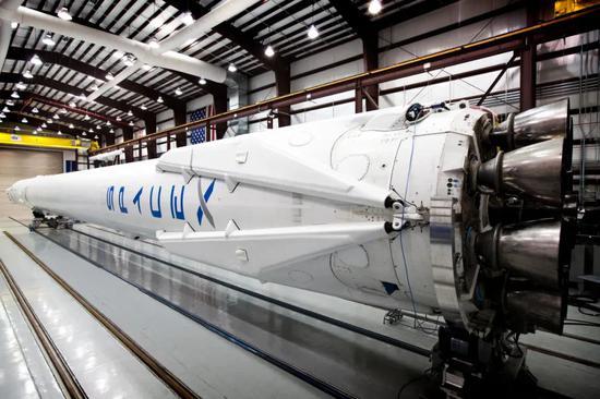 2014年,SpaceX对NASA的轨道实验室做商业补给时使用的Falcon 9火箭。|图片来源:SpaceX官方Flicker