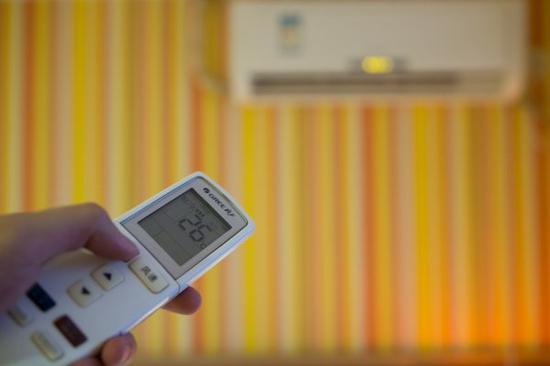 夏季开空调太费电?几招教你省下一大笔电费
