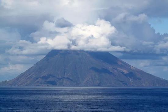 斯特隆博利岛(图源:popsci.com)