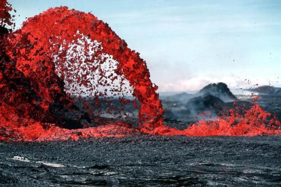 火山活动的岩浆喷发