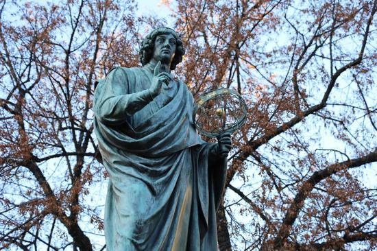 波兰小城托伦的哥白尼青铜像