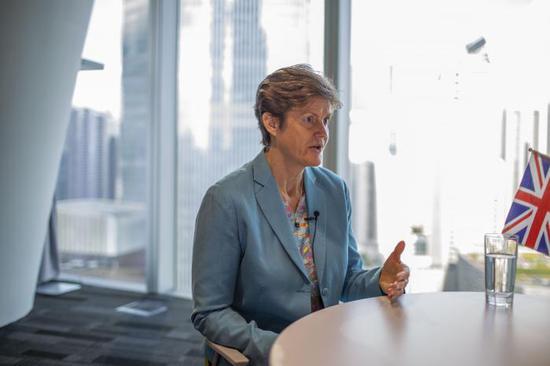 英国驻华大使:英中关系有韧性 美国制裁是华为问题决定性因素