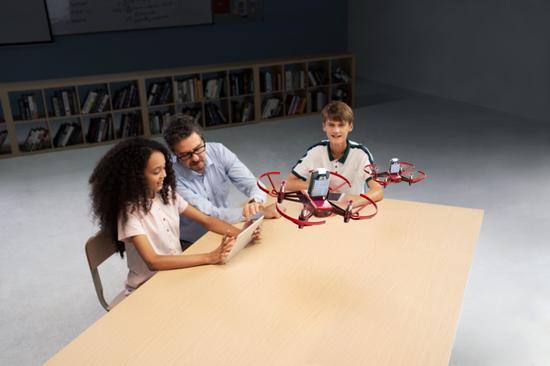 大疆推出编程无人机 RoboMaster TT 创造力套装:多机协同控制