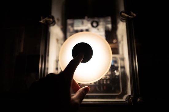 neozoon吸盘灯在德国设计并制造