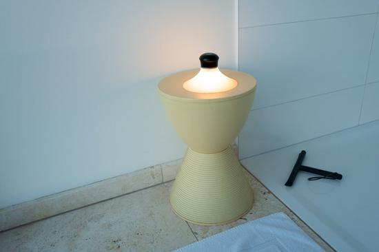 neozoon吸盘灯配备1W的超明亮大功率LED