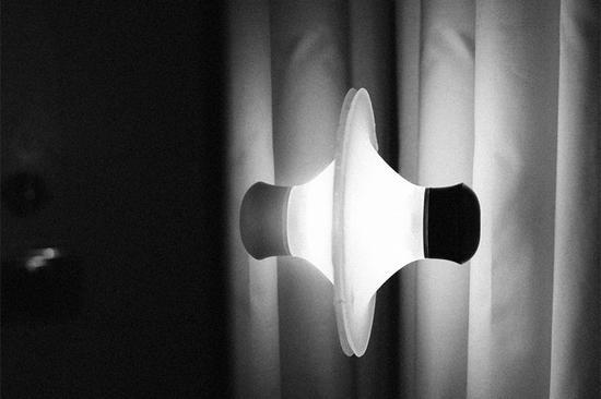 neozoon吸盘灯的聚碳酸酯外壳十分耐冲击